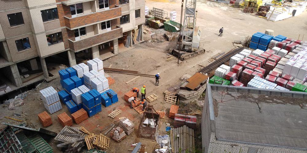 Вакансий больше, зарплаты меньше: эксперты рассказали, как пандемия повлияла на строительную отрасль - фото 1