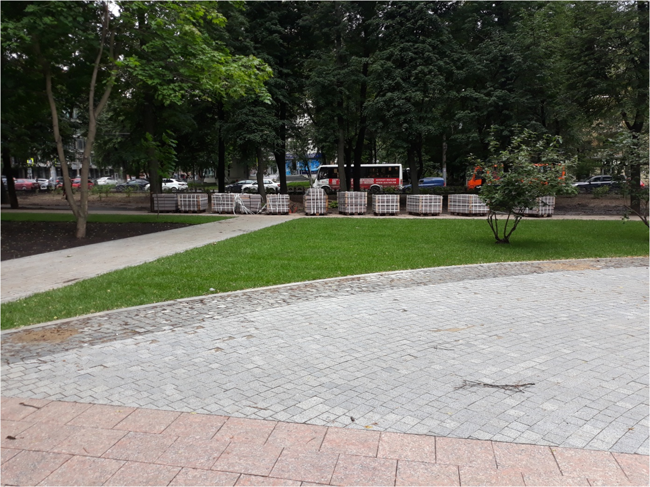 В сквере имени 1905 года в Нижнем Новгороде на 80% уложена брусчатка и гранитные плиты